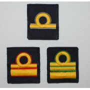 Grado singolo a strappo per ufficiali inferiori e superiori della Marina Militare(con colore identificativo del corpo di appartenenza)